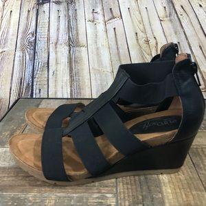 Euro soft by sofft black wedge strap sandal 6.5